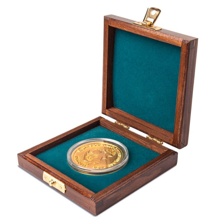Etui drewniane z monetą
