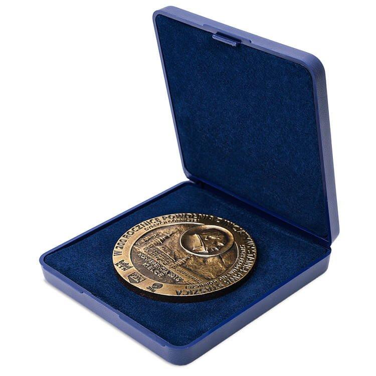 Etui drewnieane na medal o nieregularnym kształcie ET09