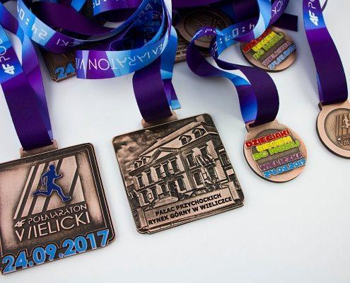 Medale biegowe oraz medale sportowe dla dzieci wyprodukowane przez MCC MEDALE