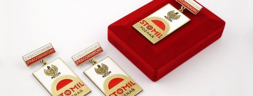 Odznaki dla zasłużonych pracowników firmy Stomil Poznań