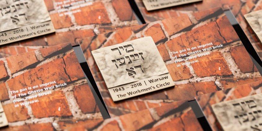 Pins upamiętniający Powstanie w Getcie Warszawskim wykonany przez MCC Medale