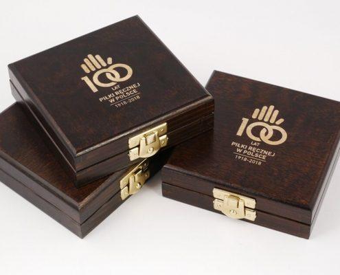 Podpisanie umowy na dostawę medali okolicznościowych na jubileusz 100-lecia piłki ręcznej w Polsce