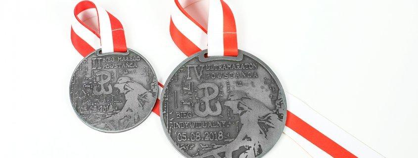 Medale na Ultramaraton Powstańca 1944 w Wieliszewie, które wykonał producent MCC Medale