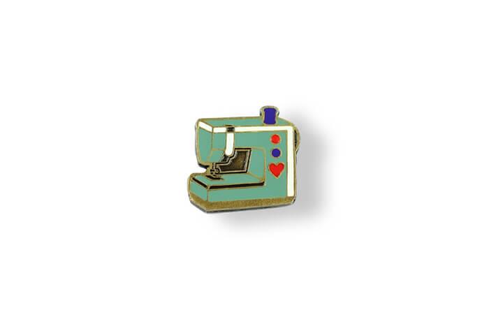 Maszyna - pins emaliowany wyprodukowany przez MCC Medale