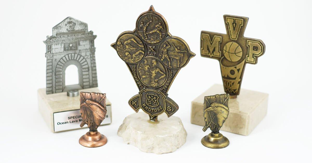 Statuetki pamiątkowe na zamówienie