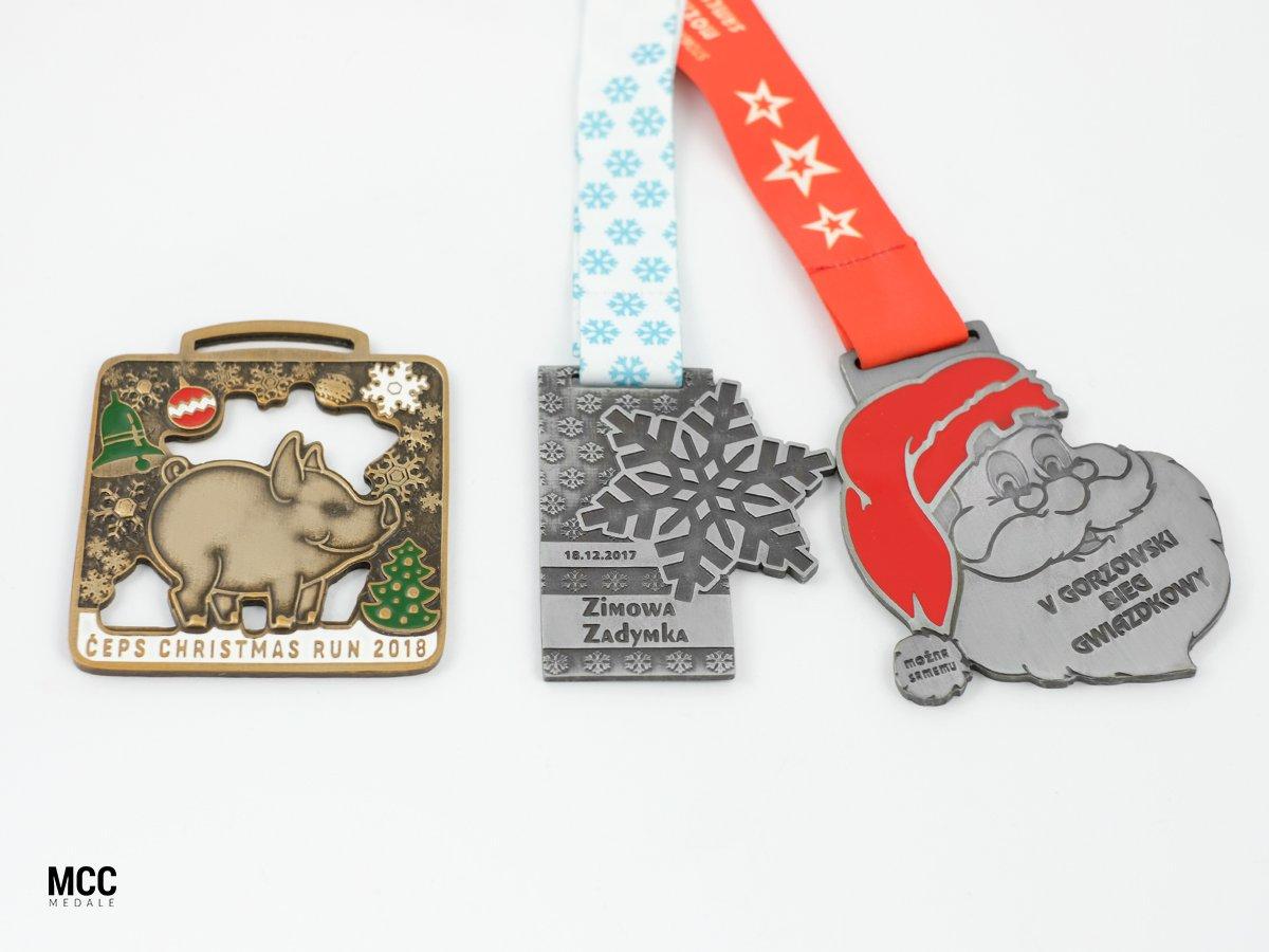 Medale ze Świętym Mikołajem i innymi świątecznymi wzorami