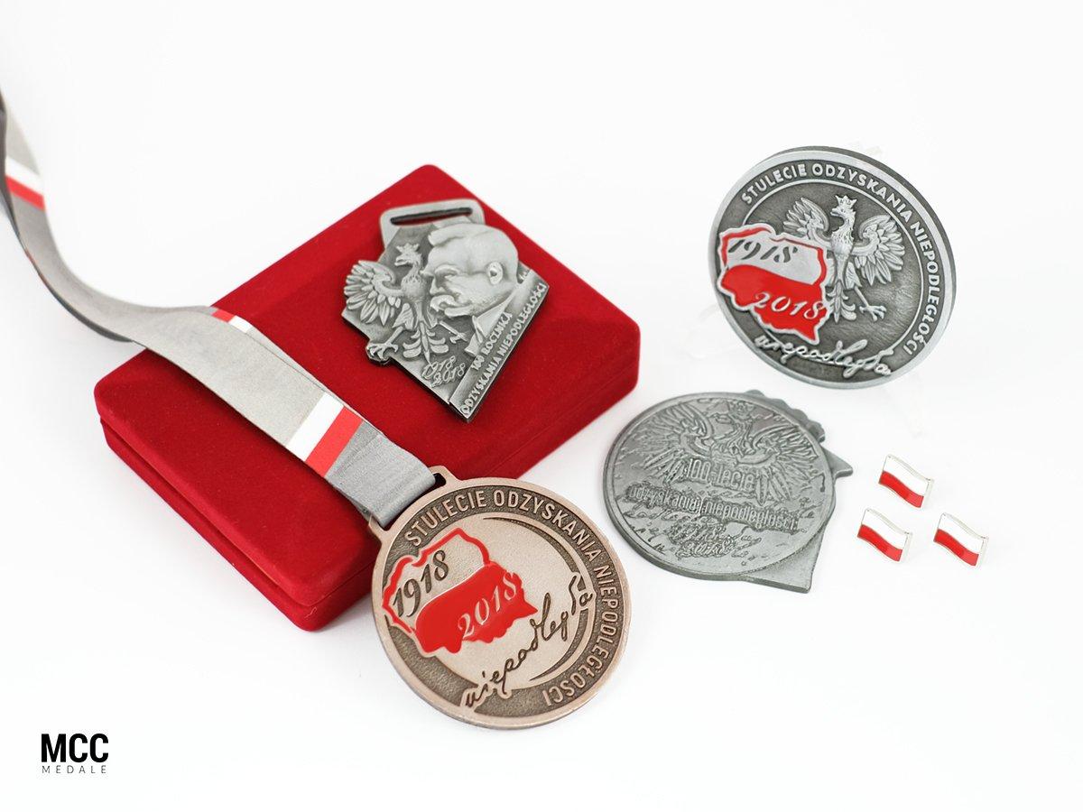 Odlewane medale wykonane na święto odzyskania niepodległości