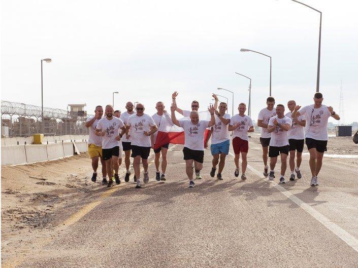 Bieg Żołnierski na 100 lecie Polski Niepodległej w Kuwejcie - biegacze