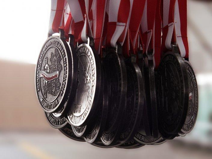 Bieg Żołnierski na 100 lecie Polski Niepodległej w Kuwejcie - medale dla PKW Irak wykonane przez MCC Medale