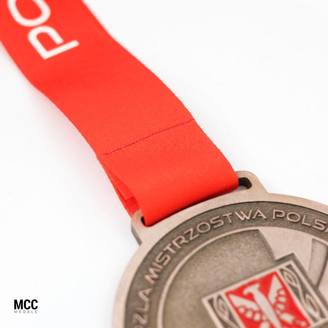 Przykład szycia medali w MCC Medale