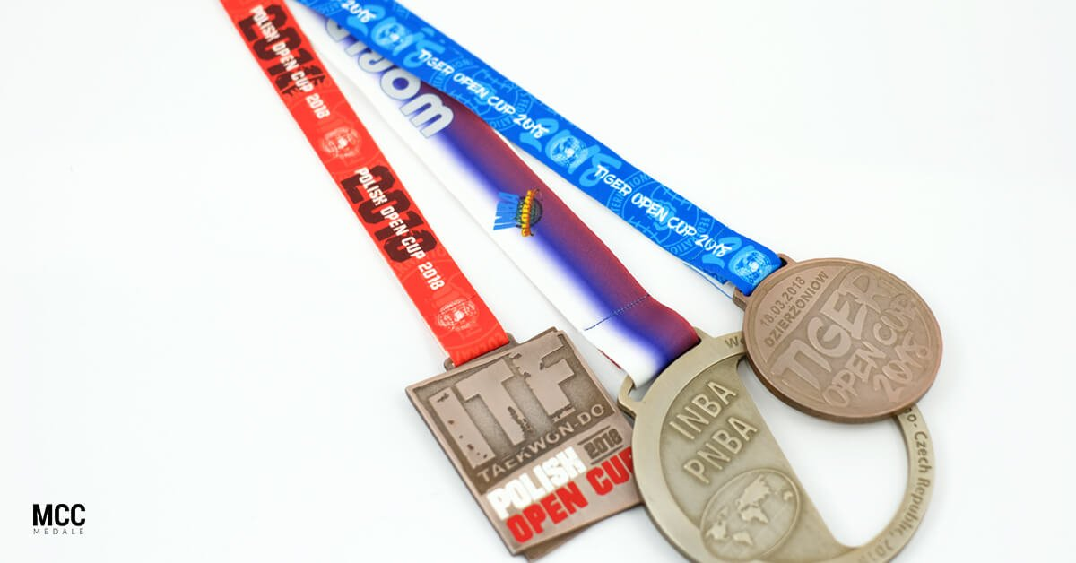 Szarfy na medalach sportowych