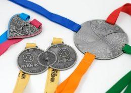 Zestawy medali na cykl zawodów sportowych