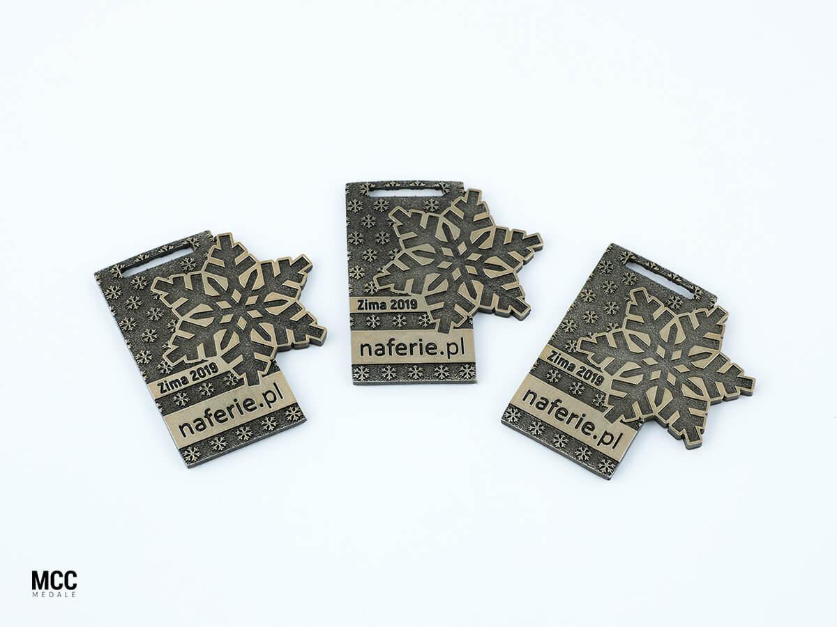 Medale dla dzieci biorących udział w zimowych obozach narciarskich