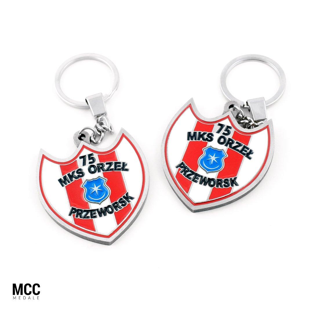 Emaliowane breloczki do kluczy wyprodukowane przez MCC Medale