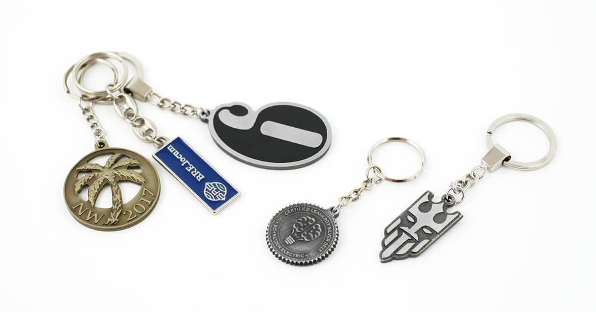 Breloki metalowe na zamówienie wyprodukowane przez producenta odlewów - firmę MCC Medale
