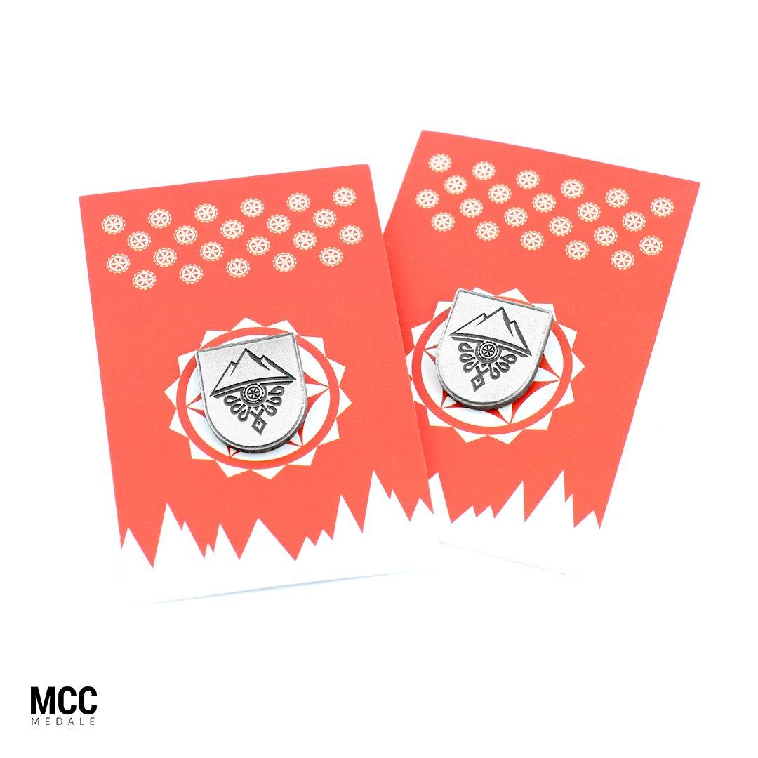 Przypinki na karteczkach wyprodukowane na zamówienie przez MCC Medale