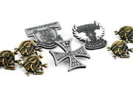 Gadżety na zloty motocyklowe - pinsy i breloczki od producenta MCC Medale