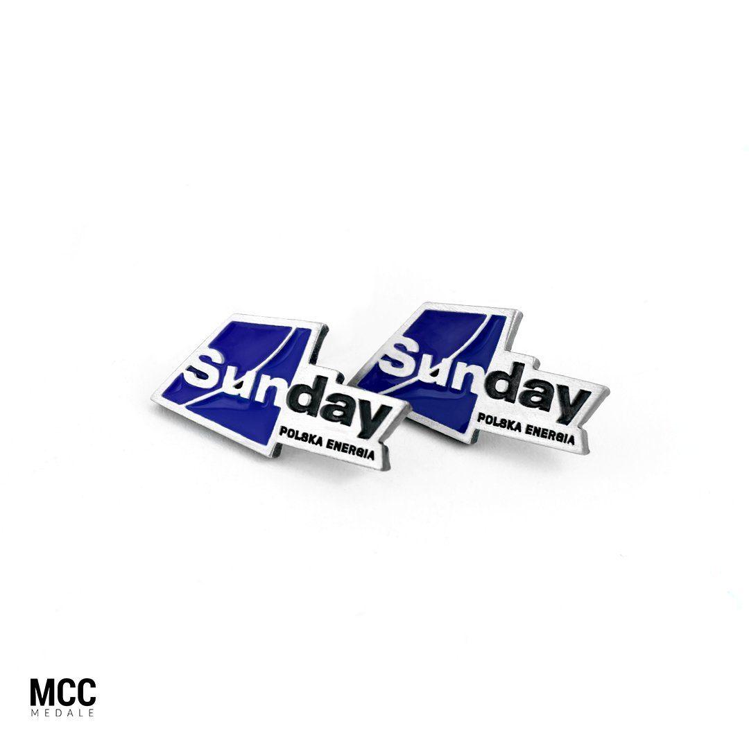 Przykład przypinek z logo - producent MCC Medale