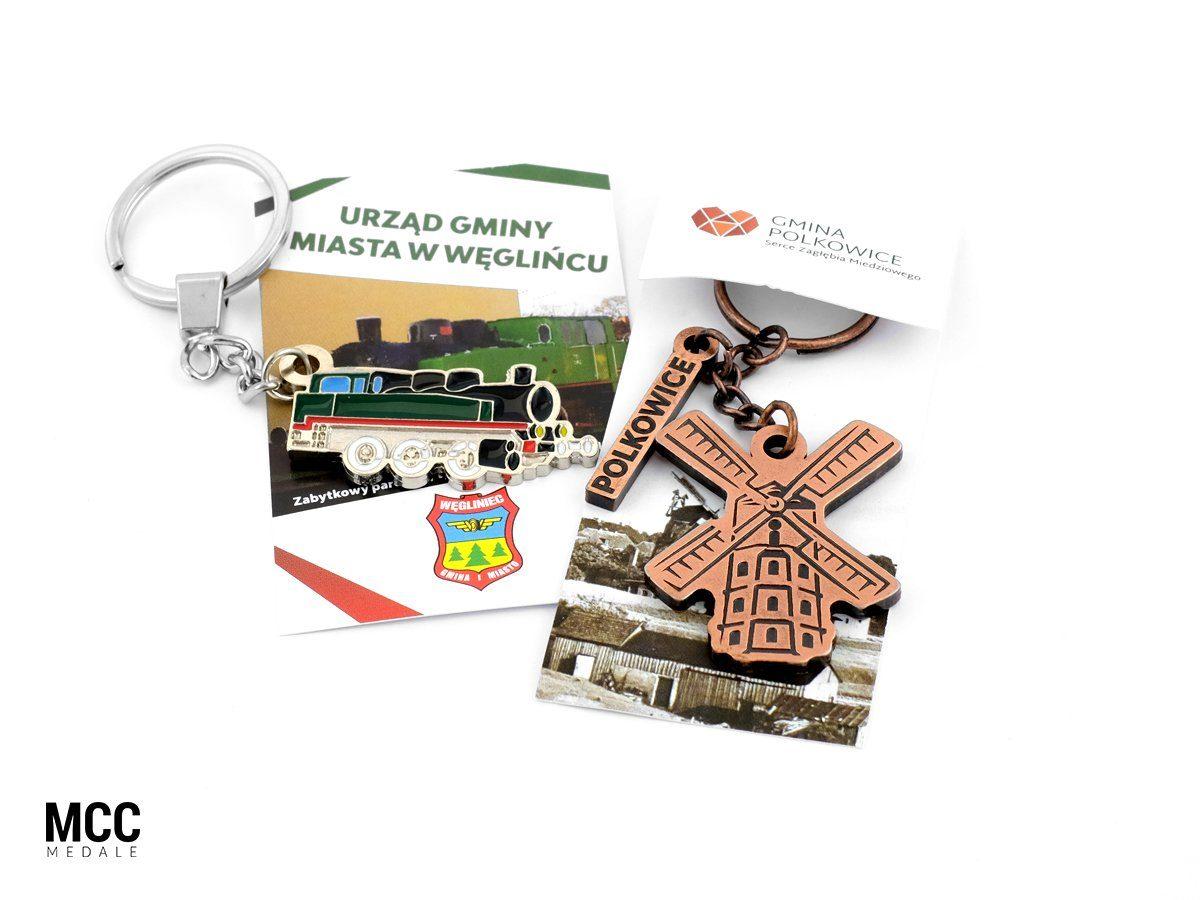 Breloki reklamowe z karteczkami wyprodukowane na zamówienie przez MCC Medale