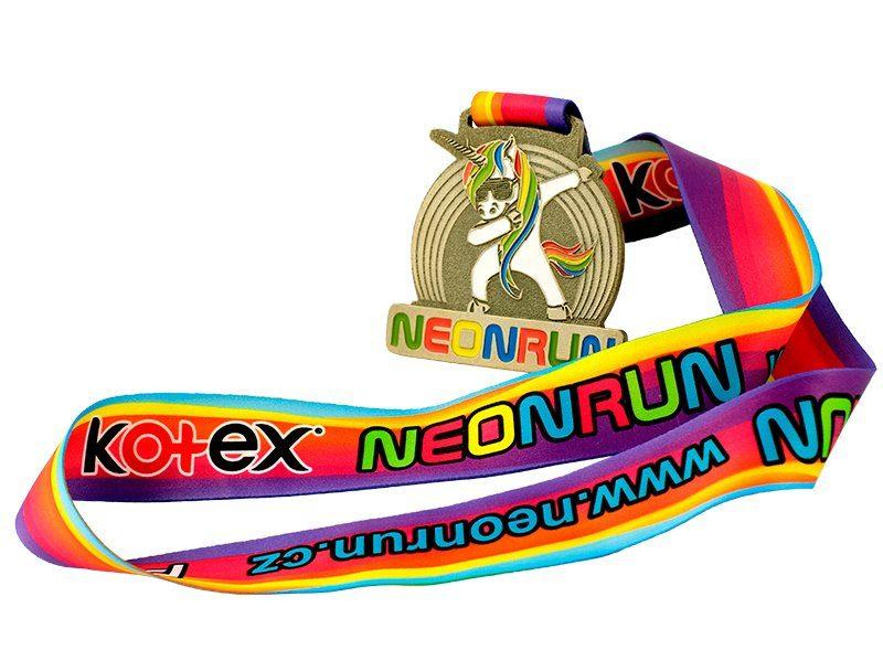 Odlewany medal ze specjalnie zaprojektowaną wstęgą