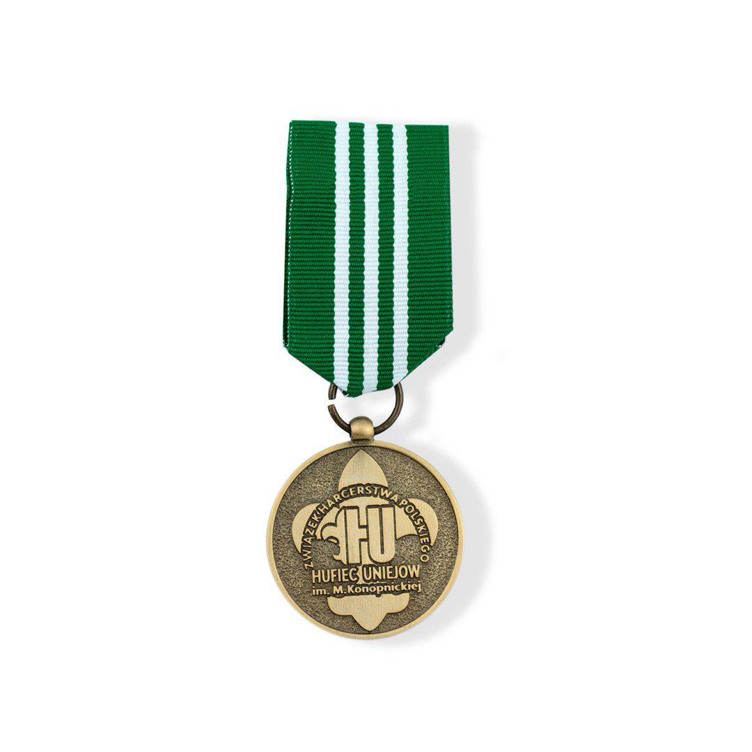 Pamiątkowy order harcerski w barwie złotej, wyprodukowany przez MCC Medale