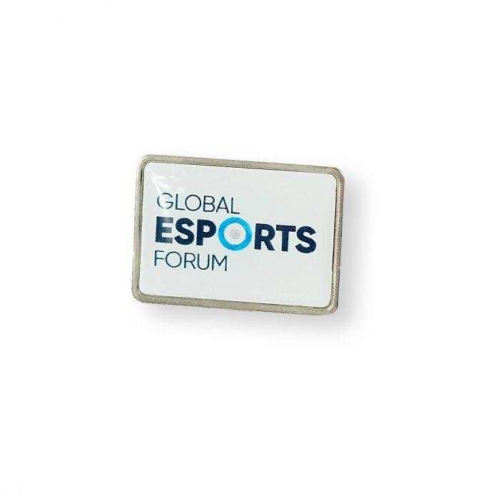 Pins z wklejka o tematyce e-sportowej