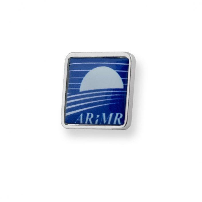 Niebieska przypinka z wklejką wyprodukowana dla ARiMR