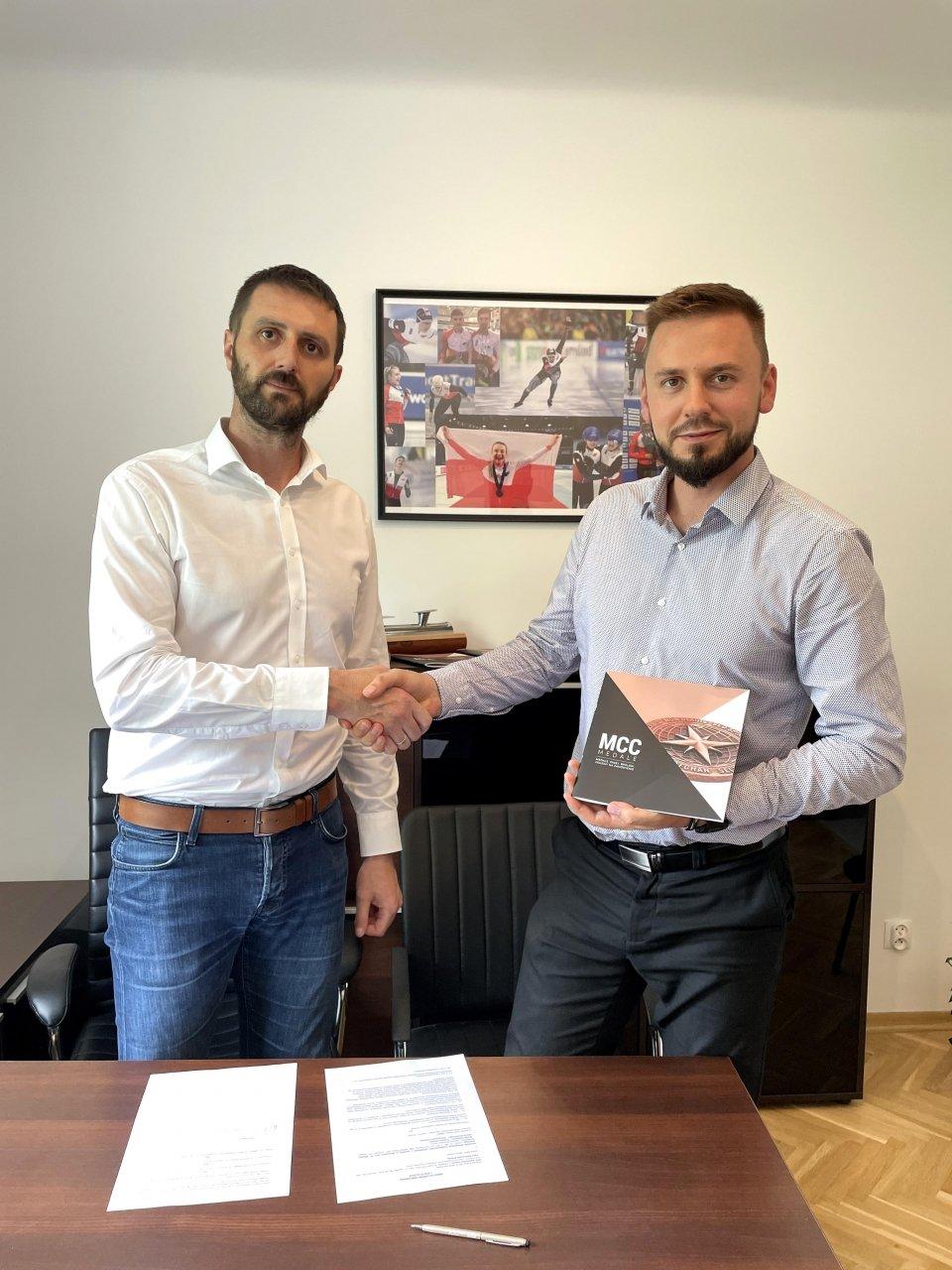 Polski Związek Łyżwiarstwa Szybkiego współpracuje z MCC Medale w sezonie 2021/2022