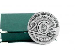 Trójwymiarowe medale wykonane na zamówienie dla PWSZ w Chełmie przez MCC Medale
