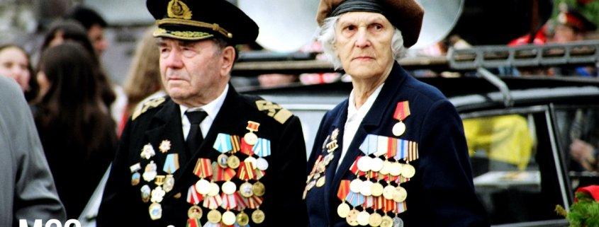 Baretki wojskowe - co symbolizują?