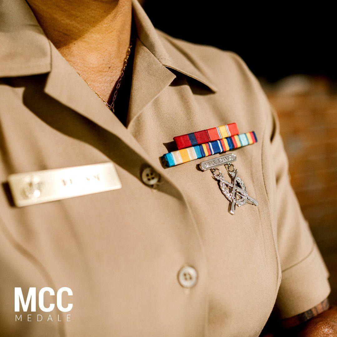 Czym są baretki wojskowe - małe paski materiału w różnych kolorach